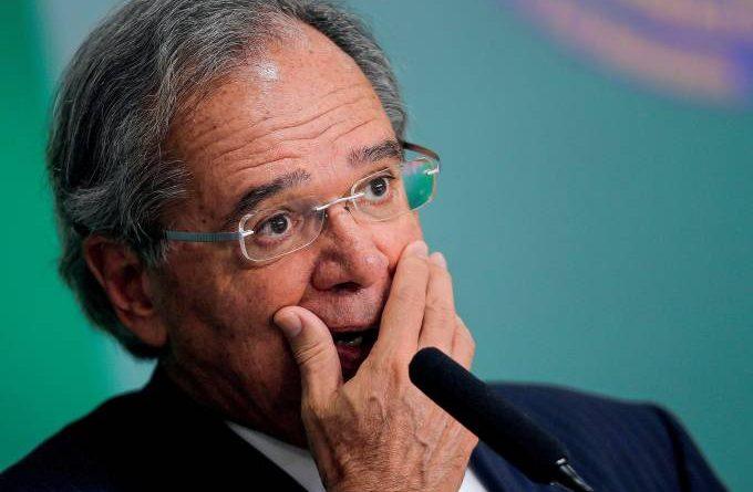 Paulo Guedes pede desculpa a domésticas após fala sobre Disney